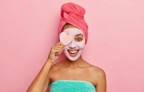 Ne bacajte pare na skupe preparate: Domaći piling od 3 sastojka koji vraća sjaj vašoj koži (RECEPT)