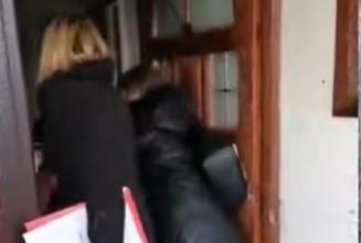 Decu probali da odvedu od bake: Evo šta se sada dešava sa direktorkom koja je smenjena nakon INCIDENTA