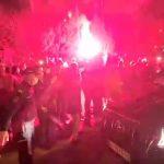 Novak uz bakljadu i vatromet stigao ispred restorana: Veličanstven doček za najboljeg na svetu! (VIDEO)