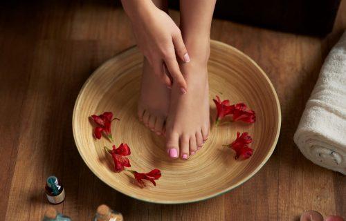 Za glatka i mekana stopala: Domaći piling od 4 sastojka za ispucale pete (RECEPT)