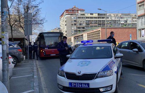 Nesreća u Beogradu: Taksista presekao put autobusu, POVREĐENE tri osobe (FOTO)