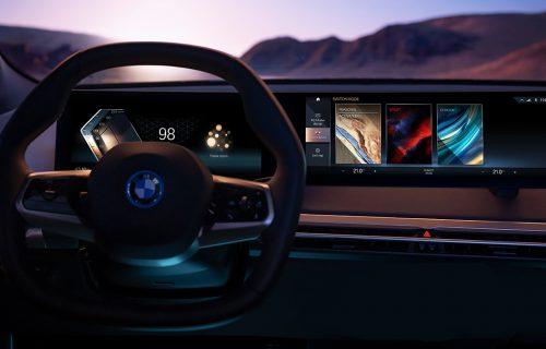 """Obožava da priča! BMW iDrive ima """"zakrivljen"""" ekran i malo dugmića (VIDEO)"""