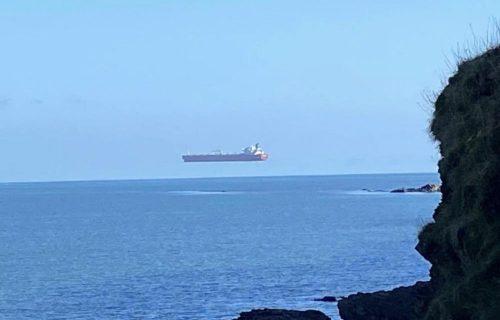 Ljudi su videli brod koji LEBDI, pa se iznenadili: Iza svega se krije neverovatno OBJAŠNJENJE (FOTO)