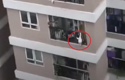 Beba visila na terasi, pa PALA sa 13. sprata! Dok su komšije gledale njenu smrt, dogodilo se čudo (VIDEO)