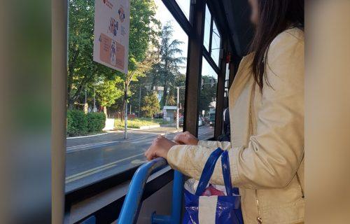 Nesvakidašnja scena u gradskom prevozu: Beograđanki zavibrirala torba, onda je IZVADILA UREĐAJ pred svima