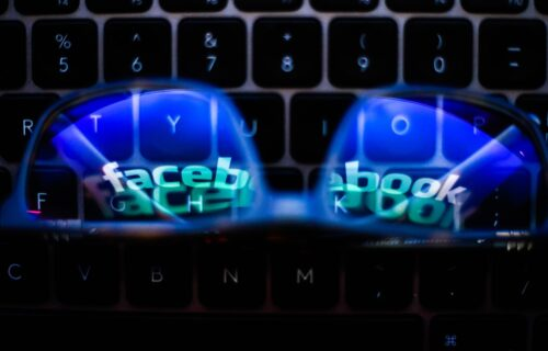 Facebook naočare za TELEPORTACIJU: Njihova stakla vide pravi i virtuelni svet (VIDEO)