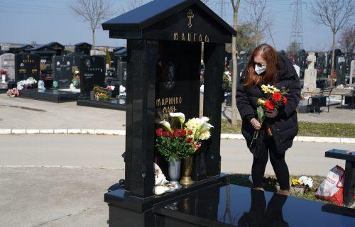 Održan pomen Marinku Madžgalju: Okupili se prijatelji i porodica, majka ne može da sakrije TUGU (FOTO)