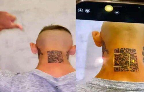 Najbizarnija tetovaža godine: Na glavu stavio KOD za otvaranje svog profila