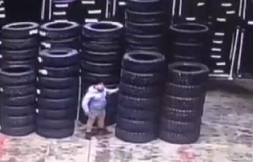 Instant karma: Gurao je nos tamo gde ne treba i ODMAH je kažnjen za to (VIDEO)