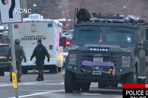 Strašna PUCNJAVA: Desetoro ljudi ubijeno u supermarketu u Koloradu, uhapšen napadač (FOTO+VIDEO)
