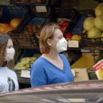 Gest za desetku: Pustili mašti na volju i OVAKO razveselili namrgođene komšije tokom epidemije (FOTO)