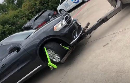 Dok joj je pauk odnosio vozilo, ona LUDAČKI odreagovala: Ovo niko živ nije očekivao (VIDEO)