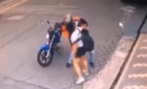 Vrati mi mobilni! Neodlučni pljačkaš naišao na ratobornu devojku, usledio je haos (VIDEO)