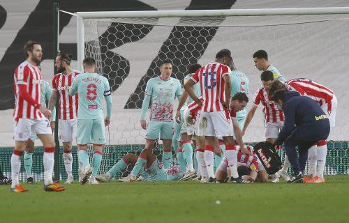 Fudbaleru probušena glava usred utakmice: Uznemirujuće scene, povreda kakvu niste videli (FOTO)