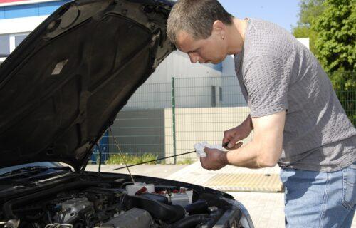 Nivo ulja u motoru: Kako se pravilno proverava i doliva?