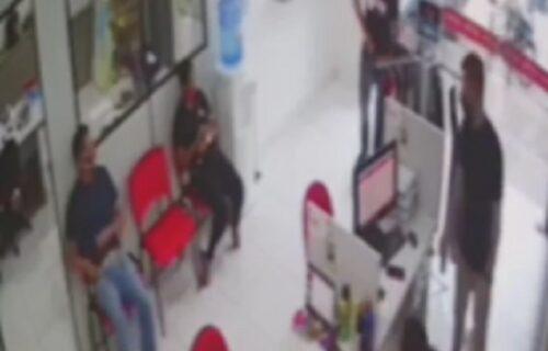 Kako je ostala živa? Žena se našla usred revolveraškog obračuna, meci su leteli oko nje (VIDEO)
