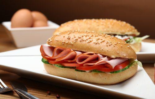 Radimo POGREŠNO! Ako jedete sendvič za doručak i pijete kafu, evo šta vam se dešava sa ORGANIZMOM