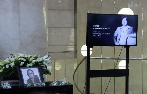 Počela komemoracija Sanji Iliću u holu RTS-a: Sin Andrej stigao među prvima (FOTO+VIDEO)