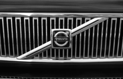 Prodaje Volvo za 20 miliona dolara! Zbog njegovih tablica sigurno će pronaći kupca (FOTO)