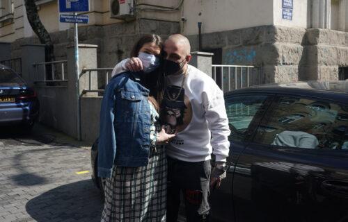 Vuk Mob izveo ćerku i verenicu iz porodilišta: Poznati par BLISTA od sreće! (FOTO)