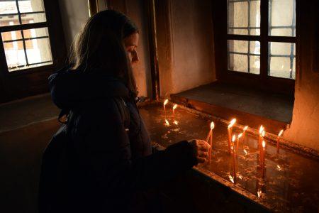 Božiji ZNAK na KiM pred Vaskrs? Nataša pronašla jaje na kome mnogi prepoznaju lik srpskog sveca (FOTO)