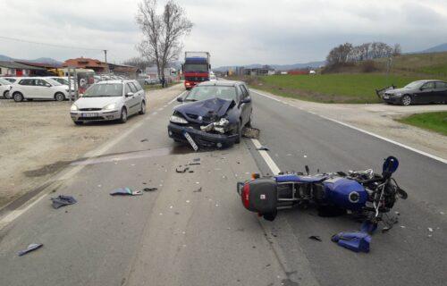 Težak UDES na Ibarskoj magistrali: Sudarili se motor i putničko vozilo, jedno lice povređeno
