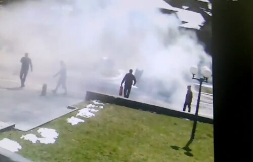 Drama u centru Nove Varoši: Vozilo u pokretu se zapalilo, građani se uplašili EKSPLOZIJE (FOTO+VIDEO)