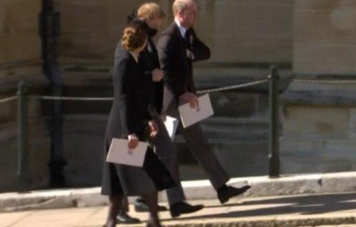 POMIRENJE na pomolu? Prinčevi Hari i Vilijam zajedno napustili pogrebnu ceremoniju (FOTO)