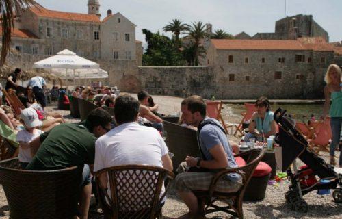 """Crna Gora hoda po """"ivici"""": Izbegli bankrot, sezona je počela, ali novi podatak govori o PUCANJU privrede"""