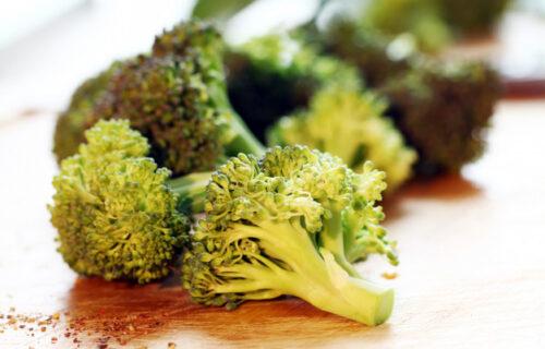 Jednostavno i KORISNO: Evo kako da brokoli, za samo nekoliko sati, postane ponovo SVEŽ (VIDEO)