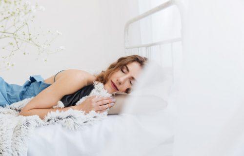Tinejdžerka prespavala NEDELJU DANA: Zbog stanja u kome se nalazi je prozvali Uspavana lepotica (VIDEO)