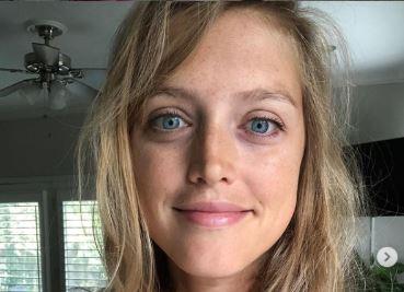 Sa 27 godina shvatila šta su joj URADILI pre 1. rođendana: Listala magazin, pa otkrila ISTINU (FOTO)
