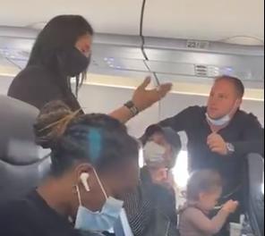 Nesvakidašnje scene: Porodica izbačena iz aviona jer deca nisu nosila masku dok jedu (VIDEO)
