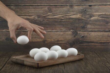Kladio se u 2.600 dinara da može da pojede 50 jaja: Stigao je do 42, a onda je počela DRAMA