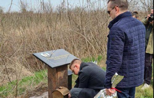 Zoran otišao na NASIP gde je pre pet godina pronađeno telo Jelene: Zapalio sveću i poljubio sliku (FOTO)