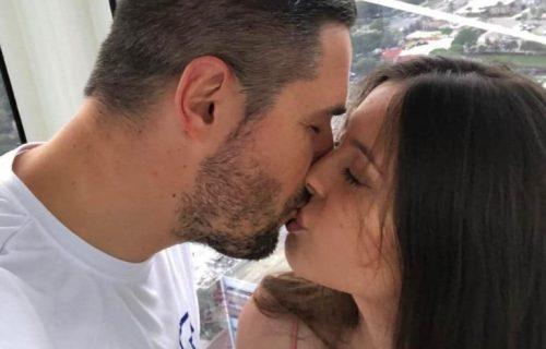 Rada Manojlović je bila sa njim u vezi: Danas je još bolji FRAJER i oženjen je OVOM lepoticom (FOTO)