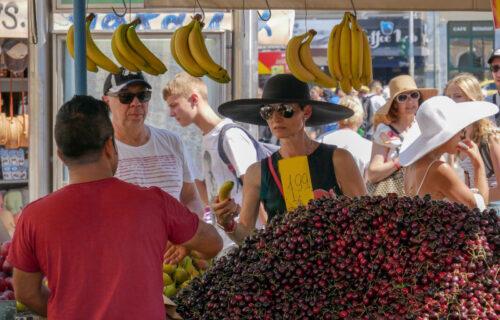 """""""Aman čoveče, pa da li su od zlata?"""": Beograđani ŠOKIRANI cenom trešanja - ljudi ih kupuju na KOMAD"""