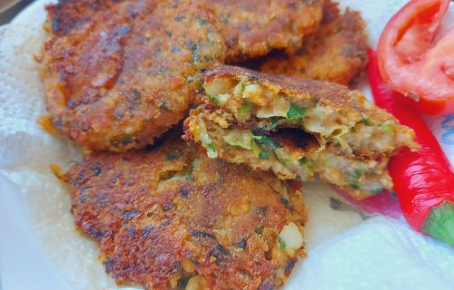 Brze i ukusne: POSNE pljeskavice od pirinča, pahuljica i krompira koje ćete OBOŽAVATI (RECEPT+VIDEO)