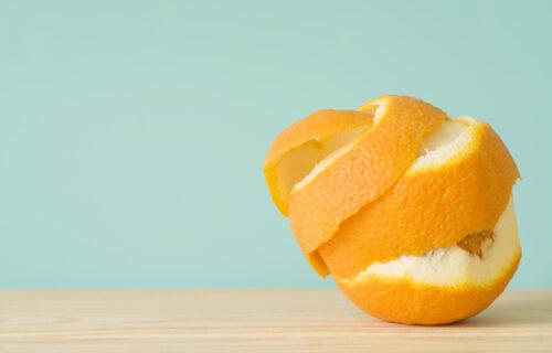 Pomorandžu pojedete, a koru BACITE? Četiri razloga da više nikada to ne uradite