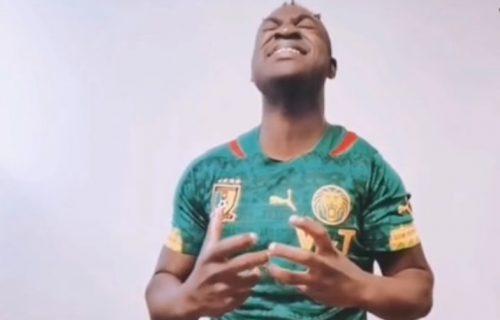 Kamerunac ODUŠEVIO Srbe: Momak iz Afrike zapevao popularnu pesmu sa Balkana i SRUŠIO INTERNET (VIDEO)