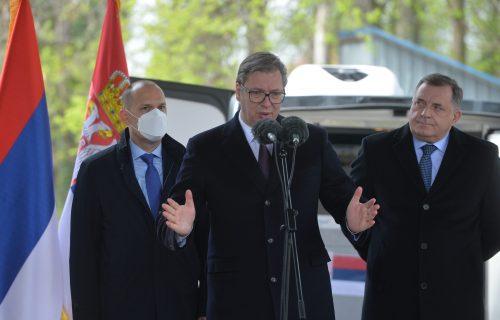 """Vučić progovorio o slovenačkom """"non pejperu"""": Elita svakog dana komada Srbiju i time se hvale"""