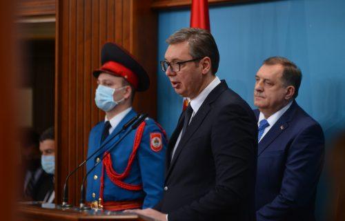 Predsednik Vučić se obratio iz Banjaluke: Ne pada nam na pamet da razmišljamo o RATU (FOTO+VIDEO)