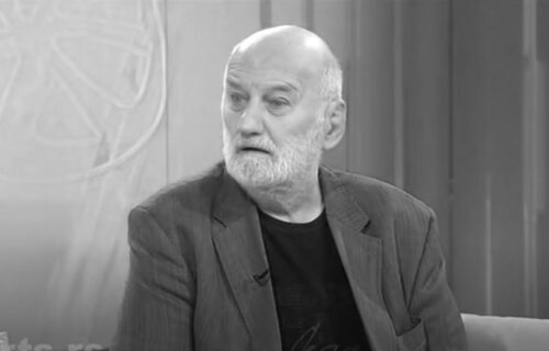 "Sahranjen Zoran Simjanović uz muziku iz ""Sabirnog centra"": Ispraćen uz reči - ""možeš mirno da odeš..."""