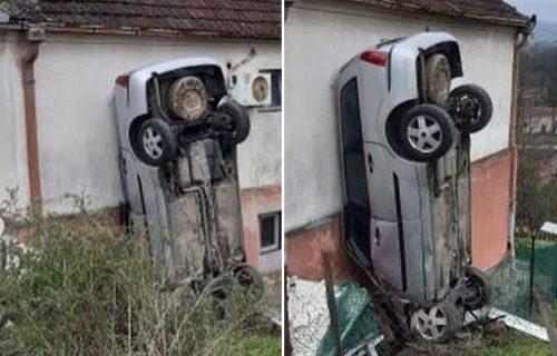 Automobilom se ZAKUCAO u zid kuće, ali vertikalno: Meštani Grocke u šoku, ovo je nerealno (FOTO)