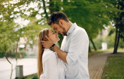 Kako odnos sa RODITELJIMA utiče na vaš ljubavni život, a da toga niste ni SVESNI