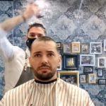 Saznao da ima rak, pa došao kod prijatelja da OBRIJE glavu: Njegova reakcija ga je rasplakala (VIDEO)
