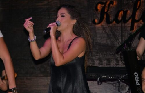 Imala sam 43 KILOGRAMA, bila sam sva u MODRICAMA: Naša pevačica nakon 10 godina progovorila o AGONIJI