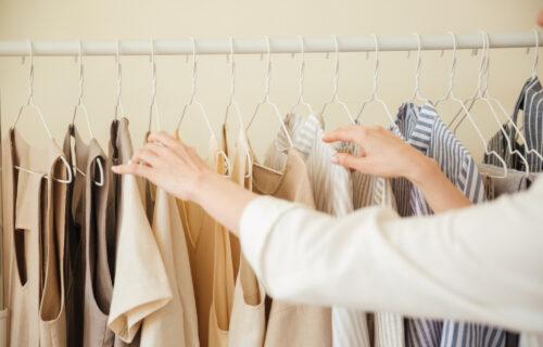 Ne bacajte iznošenu garderobu: 5 načina da stara odeća postane kao nova, i bez odlaska u kupovinu
