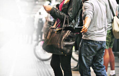 Saveti policajaca da izbegnete DŽEPAROŠE: Evo koje je NAJBEZBEDNIJE mesto za držanje novčanika i telefona