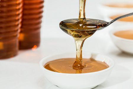 Zbog čega tegla meda KOŠTA skoro 2.000 dinara? Čuvajte se falsifikata, evo šta ga ODAJE
